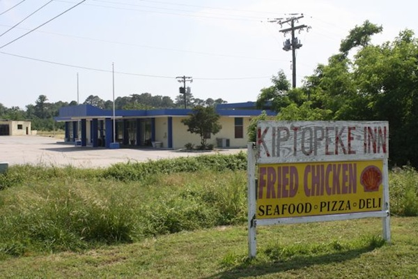Better days ahead for badly deteriorated Kiptopeke Inn. (Wave photo)