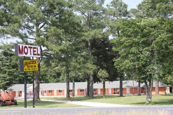 Peacock Motor Inn is clean, inviting, and well-furnished. Can Kiptopeke Inn be far behind?