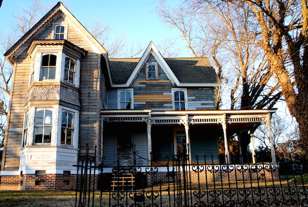 Tumbling-down wrought-iron fence adds spooky effect to Randolph Avenue ghost house. (Wave photo)